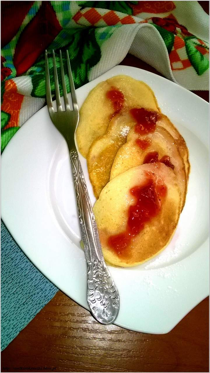 Delikatne bananowo-maślankowe placuszki śniadaniowe