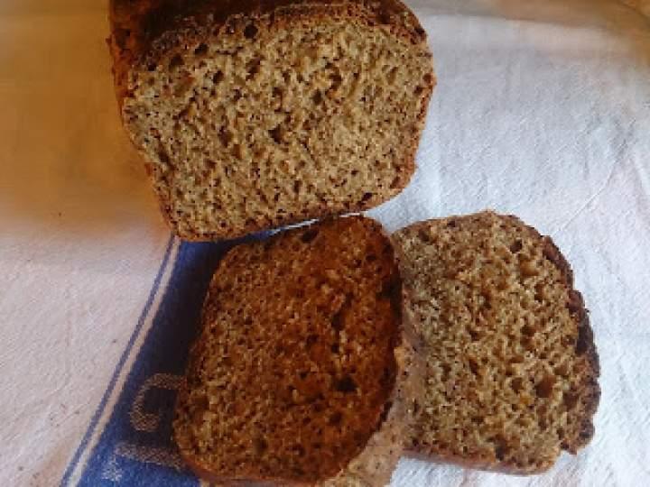 chleb razowy z prażona gryką