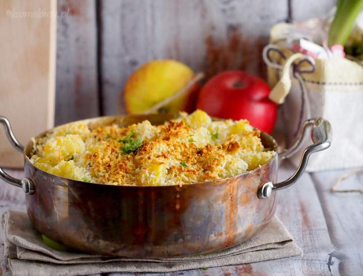 Polędwiczka zapiekana w kremowym sosie z jabłkami / Creamy pork tenderloin baked with apples