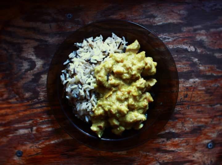 Pierś z indyka w sosie curry z mlekiem kokosowym (ok. 205 kcal / 100 g; porcja ok. 455 kcal) #tajskie