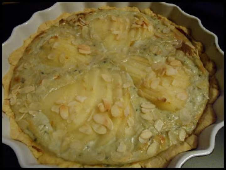 Tarta z gruszką i serem pleśniowym