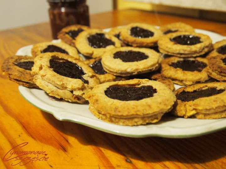 Razowe ciasteczka z płatkami owsianymi i truskawellą