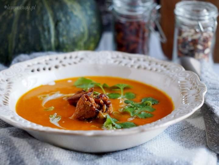 Serowa zupa krem z dyni z kurkami / Cheesy and creamy pumpkin soup with chanterelles