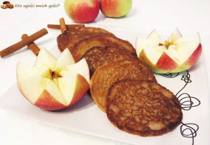 Placuszki z kaszy jaglanej z jabłkiem i cynamonem