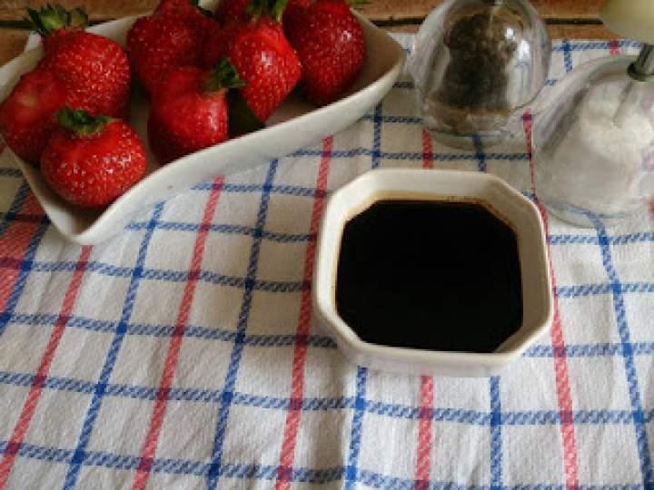 sos balsamiczny niezastąpiony do owoców i sałatek