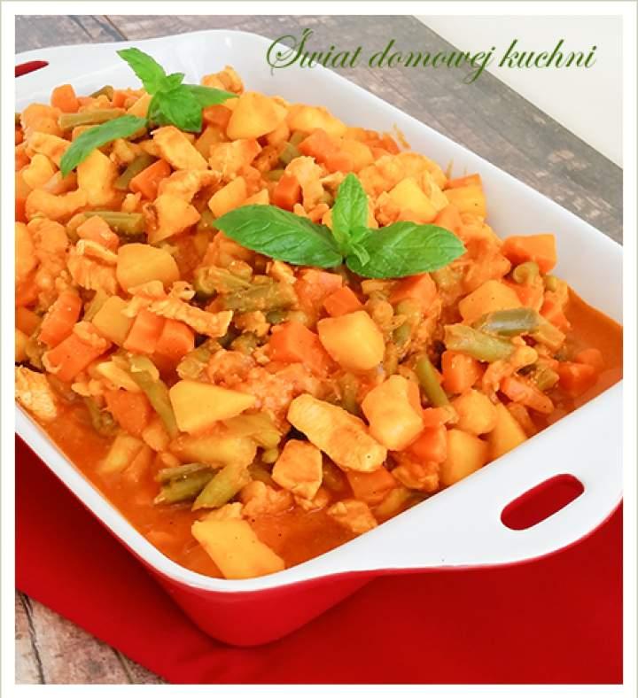 Jednogarnkowe danie z kurczaka, warzyw i curry