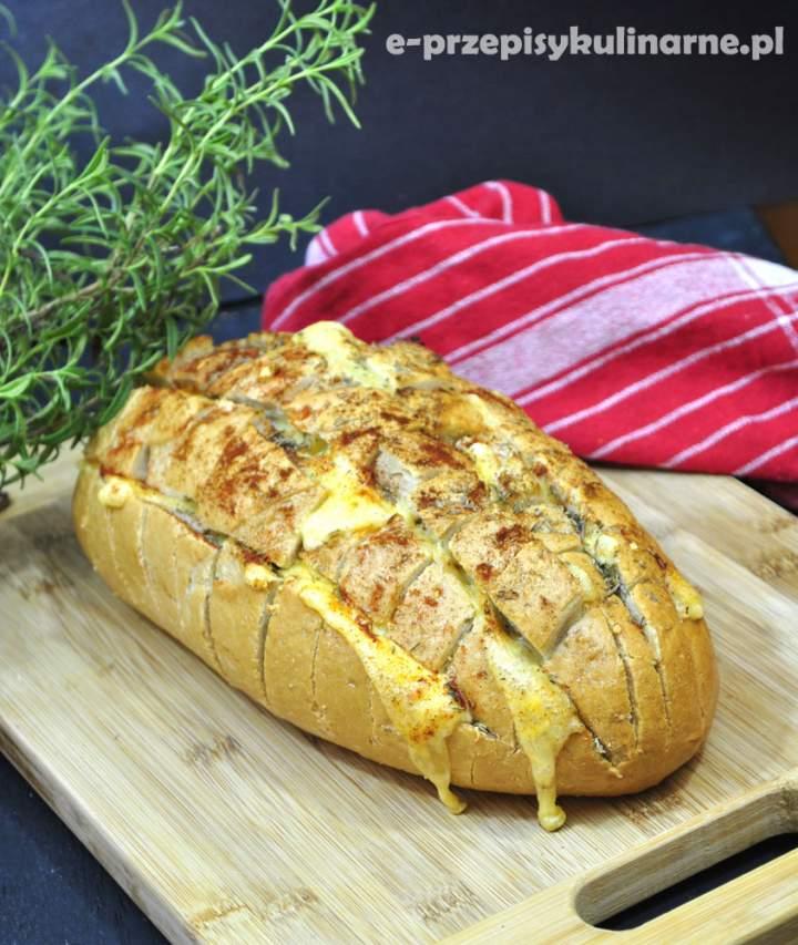 Zapiekany chleb w kratkę
