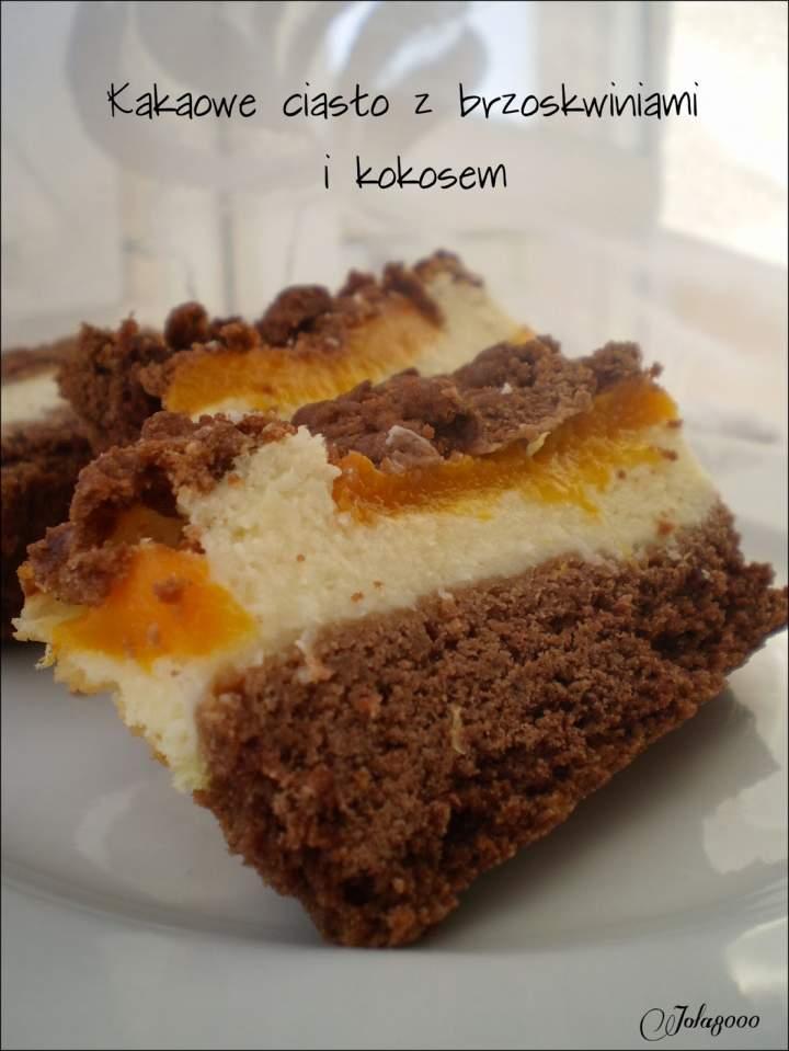 Kakaowe ciasto z brzoskwiniami i kokosem