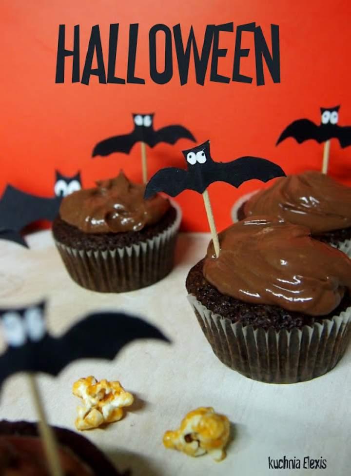 Inspiracje na Halloween część 1. Mocno czekoladowe babeczki, karmelowy popcorn w dyni i pumpkin spice latte z oczami.