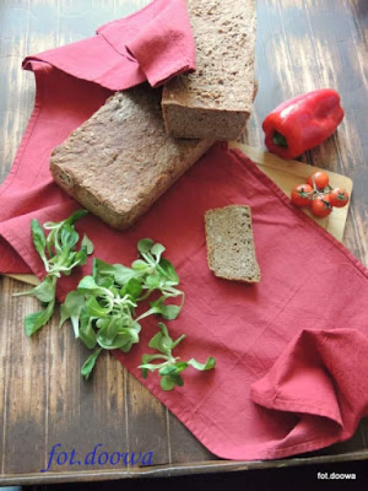 Chleb pszenno – żytni ze słonecznikiem, błonnikiem na zakwasie żytnim