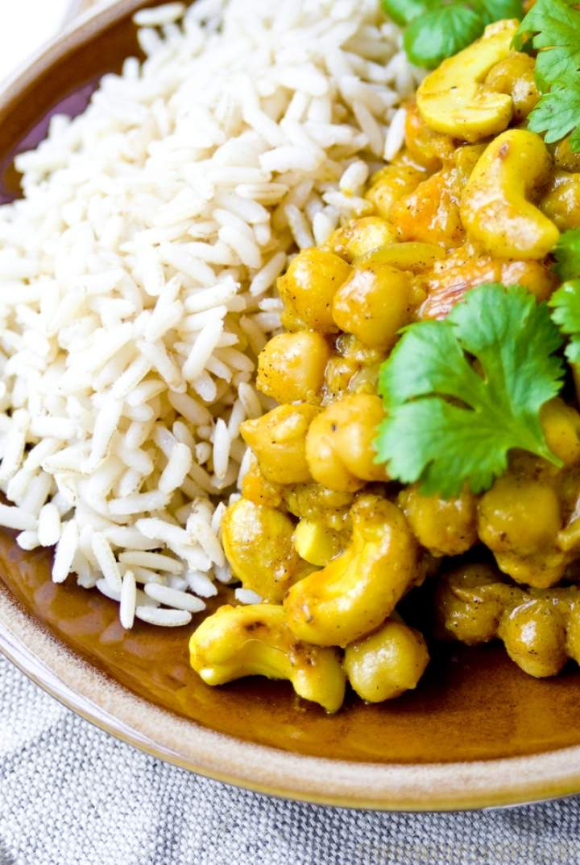Aromatyczne curry z orzechami nerkowca i ciecierzycą