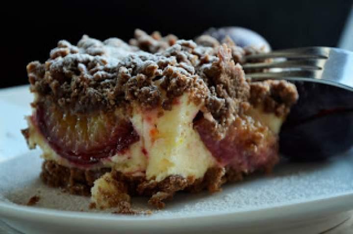 Czekoladowe ciasto ze śliwkami…będzie krucho z..bezą…BEZKONKURENCYJNE:)