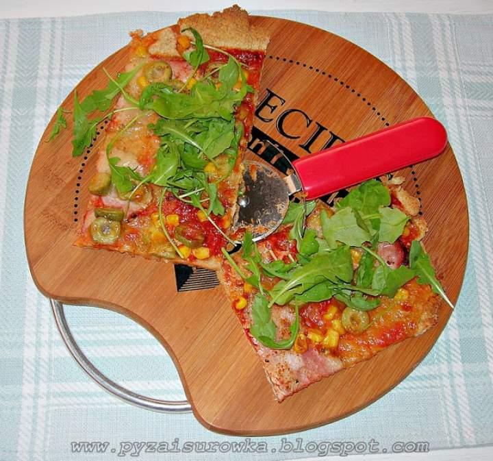 Chrupiąca pizza z rukolą ze zdrowej mąki – przepis