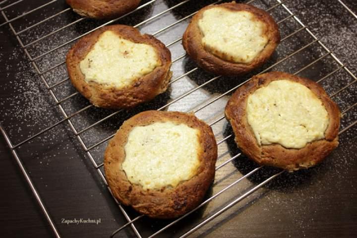 Pełnoziarniste drożdżówki z serem bez cukru (kołaczyki z ksylitolem)