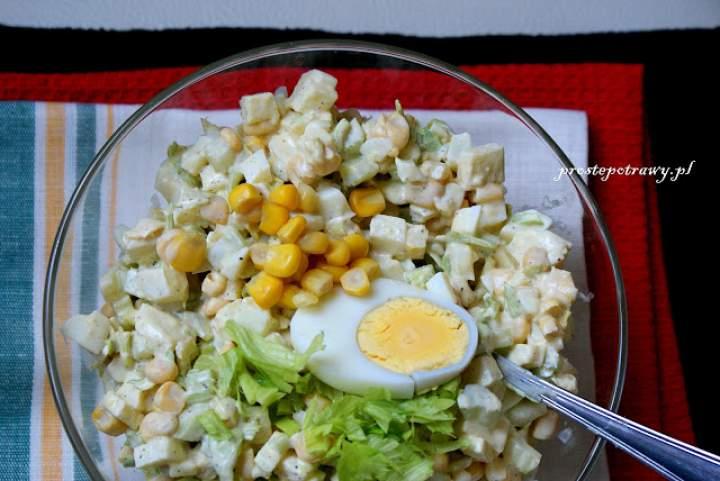 Chrupiąca sałatka z kukurydzą
