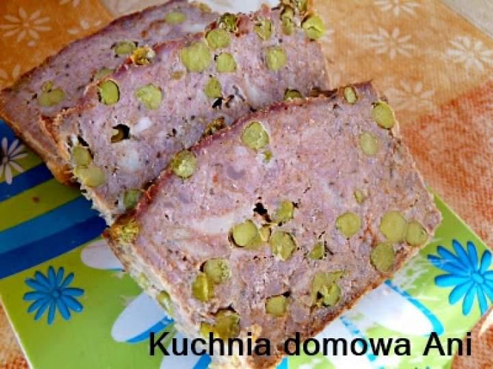 Pieczeń z mięsa mielonego z zielonym groszkiem