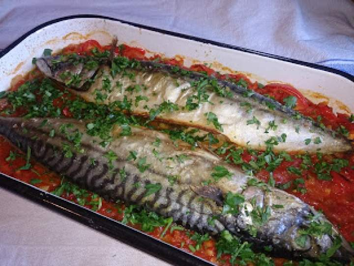 makrela pieczona w aromatycznych warzywach