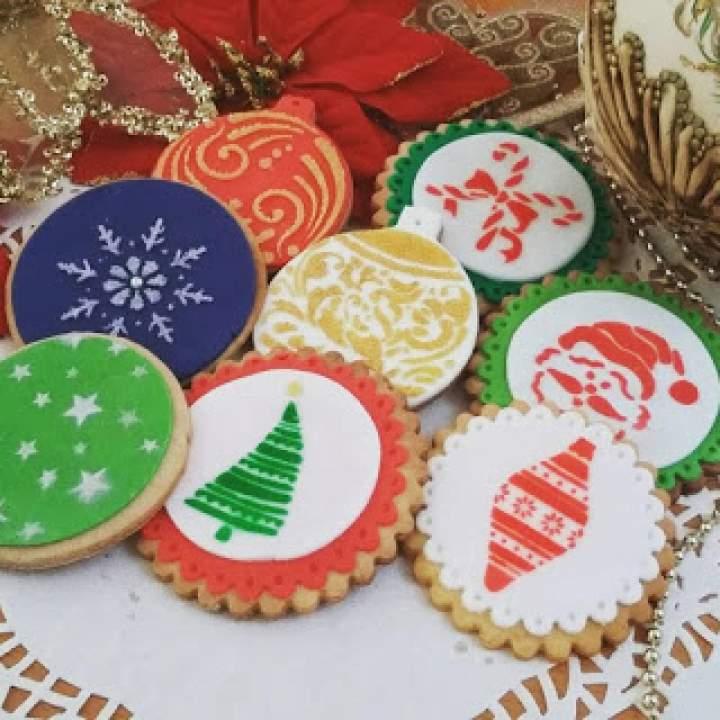 Instruktaż jak udekorować ciastka świąteczne przy użyciu szablonów – już wkrótce!