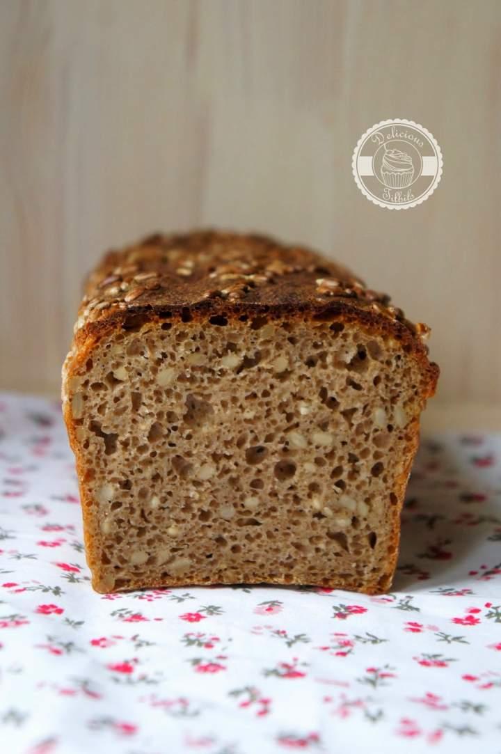 Chleb żytni razowy z ziarnami słonecznika