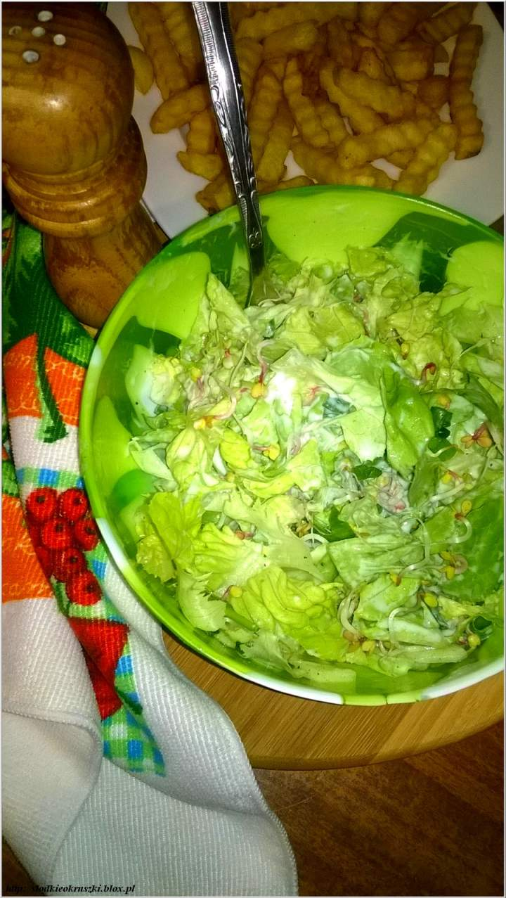 Zielona sałatka z kiełkami – szybka i zdrowa