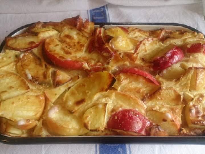 pieczony omlet ze smażonymi jabłkami