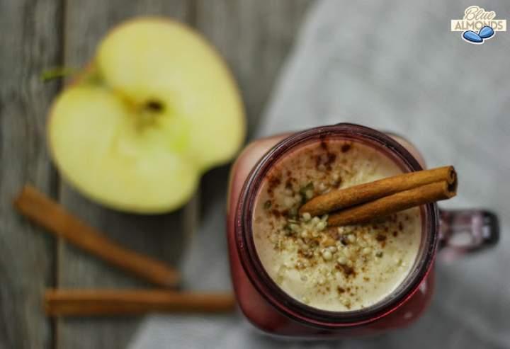 masło orzechowe + jabłka + daktyle + cynamon + konopie + mleko + płatki owsiane
