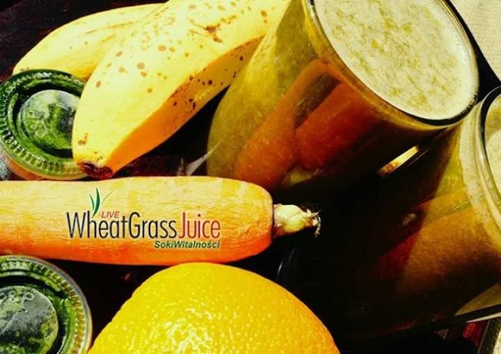 banan + marchewka + pomarańcza + sok z trawy