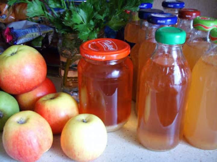 Sok z jabłek na zimę. Domowy sok jabłkowy. Domowe przetwory.