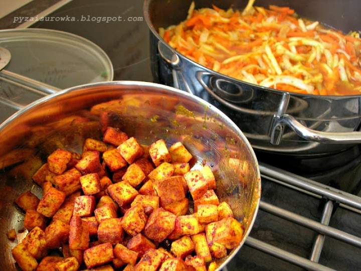 Wegetariańskie curry z dodatkiem tofu