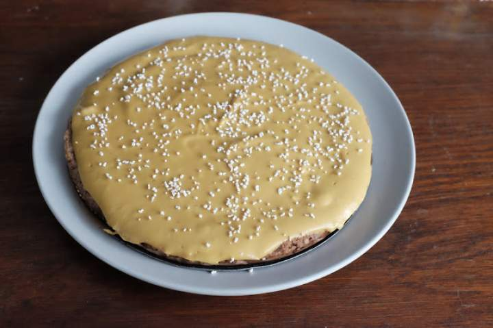 Surowe ciasto orzechowe z polewą dyniową