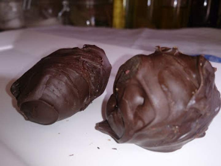 czekoladowe śliwki otulone krówkową masą