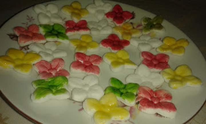 kwiatki do dekoracji z masy plastycznej
