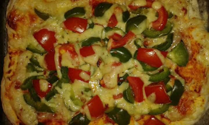 Pizza paprykowa z mixem serów