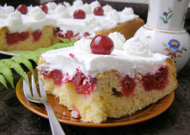 smaczne z wiśniami śmietaną ucierane łatwe ciasto…