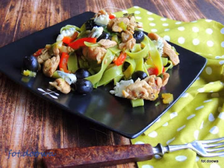 Pappardelle szpinakowe z papryką i gorgonzolą