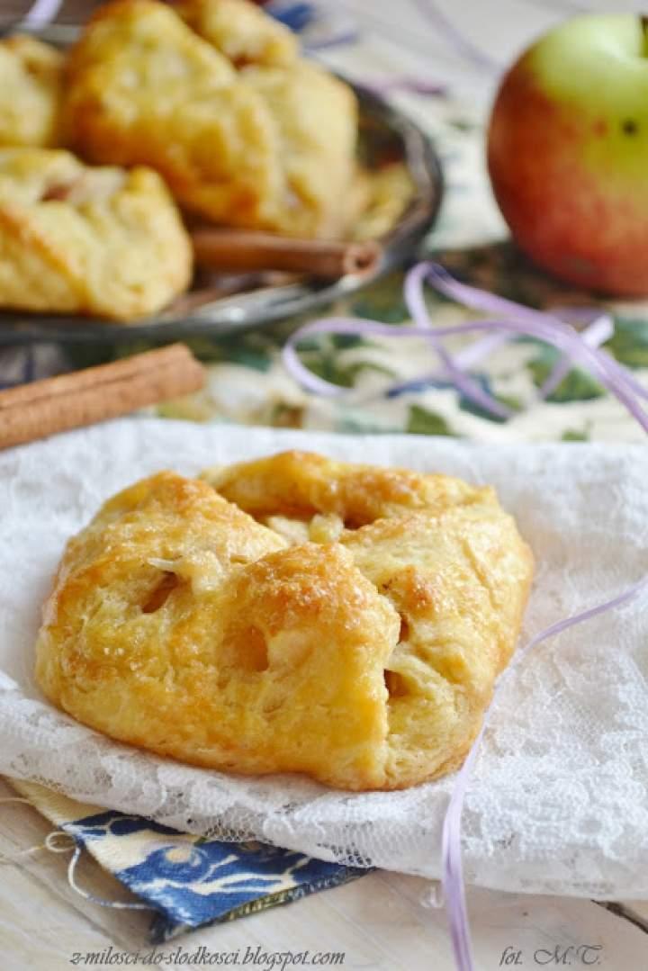 Kruche sakiewki z jabłkami