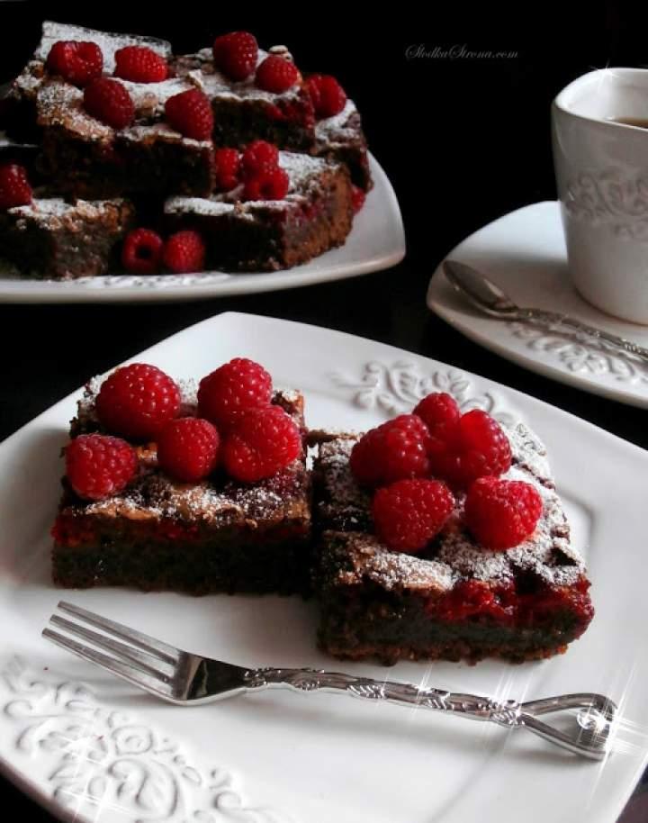 Ciasto Czekoladowe z Malinami (Brownies z Malinami)