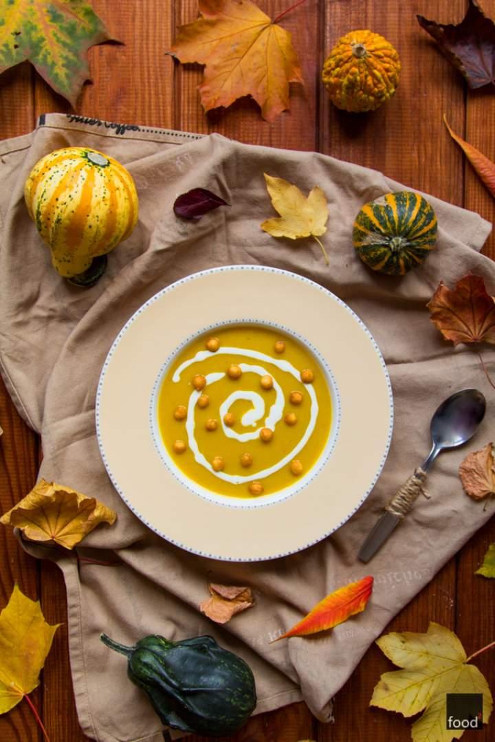 Rozgrzewająca zupa krem z pieczonej dyni