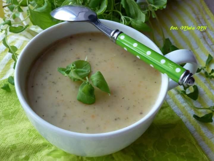 Zupa-krem kartoflana ze świeżym majerankiem