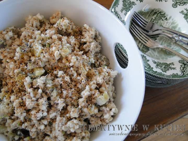 Sałatka z wędzonej makreli i pęczaku