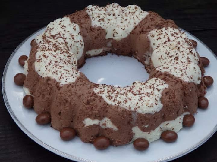 Puszysty serniczek czekoladowy