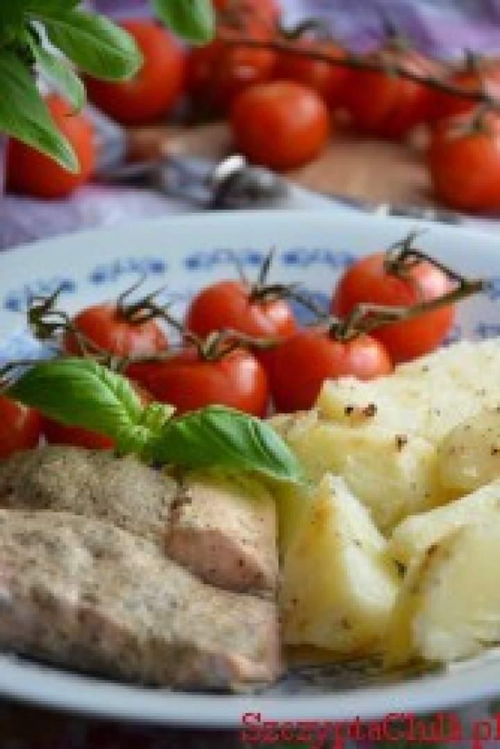 Obiad na parze-Pstrąg łososiowy z pomidorkami cherry i ziemniakami