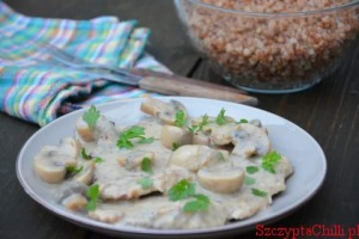 Schab w sosie serowym z pieczarkami
