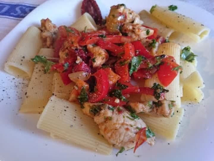 makaron z kurczakiem i suszonymi pomidorami, czy obiad w kwadrans