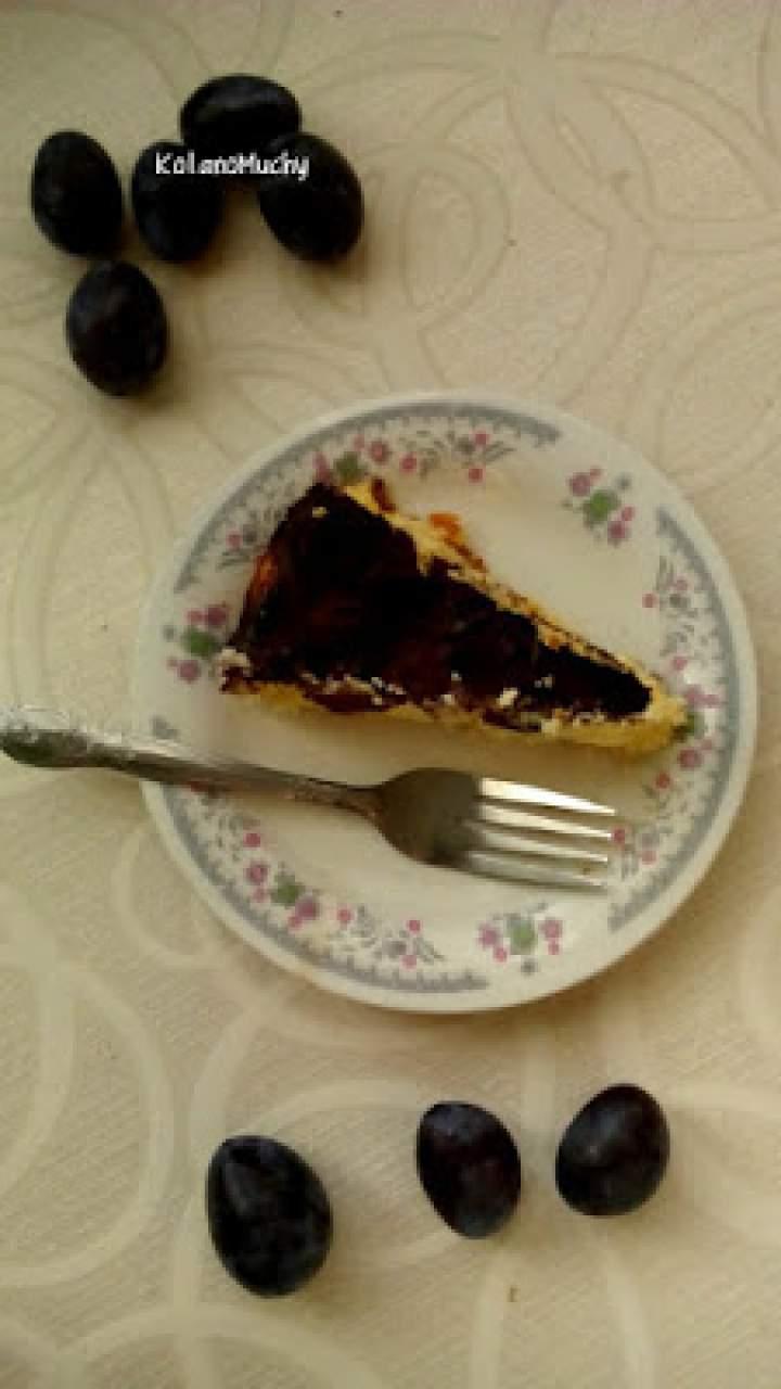 Sernik ze śliwkami i czekoladą