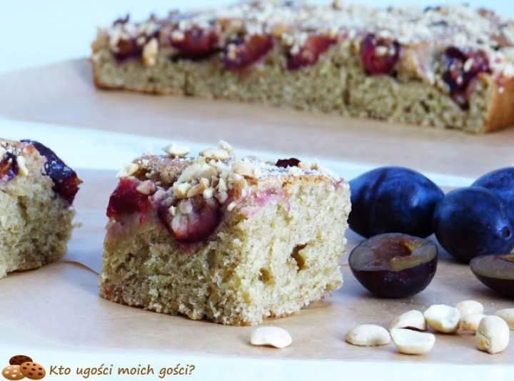 Ciasto na jogurcie greckim – ze śliwkami i orzechami