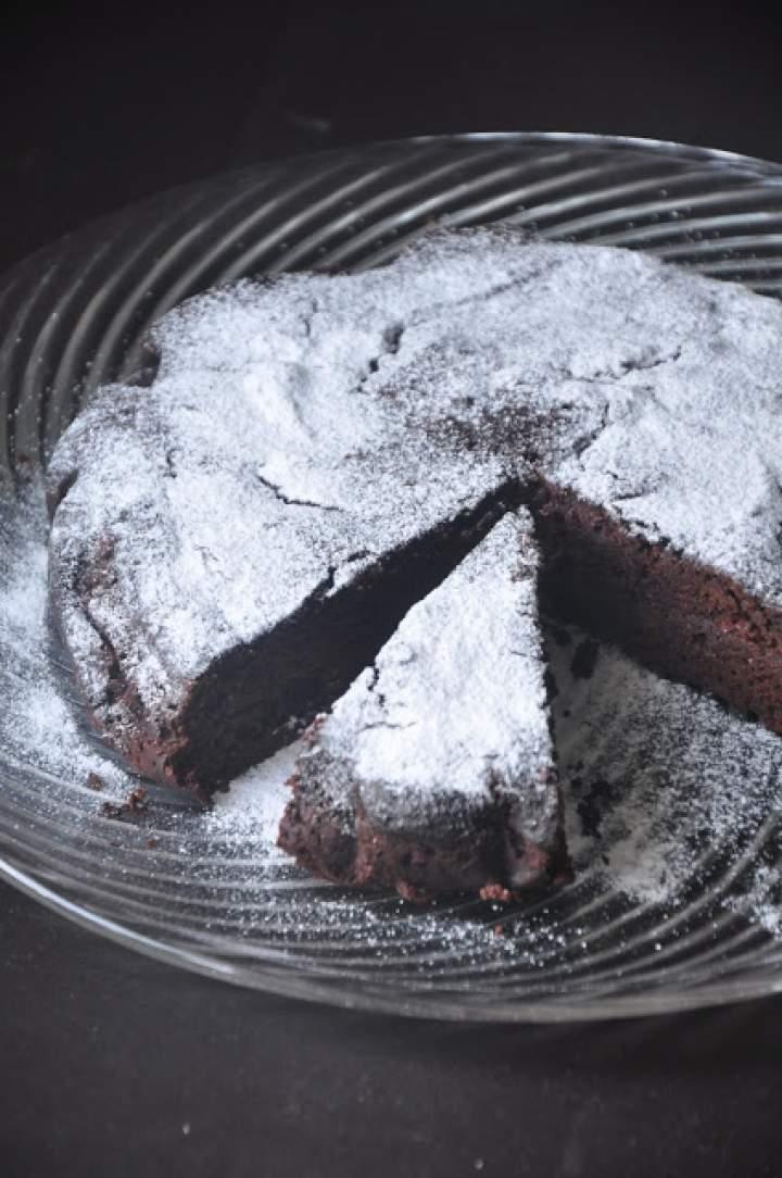 Razowe ciasto czekoladowe z burakami