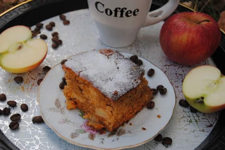 Piernik kawowy z jabłkami