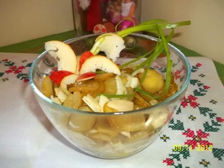 Surówka z kiszonych ogórków z jabłkiem