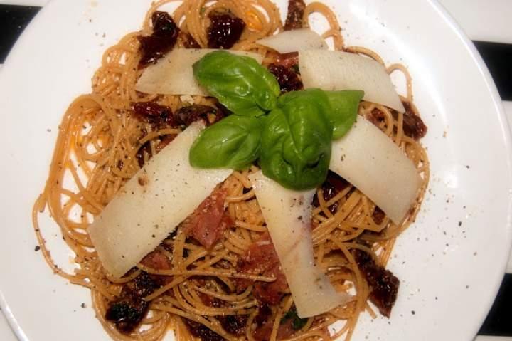 Spaghetti z suszonymi pomidorami